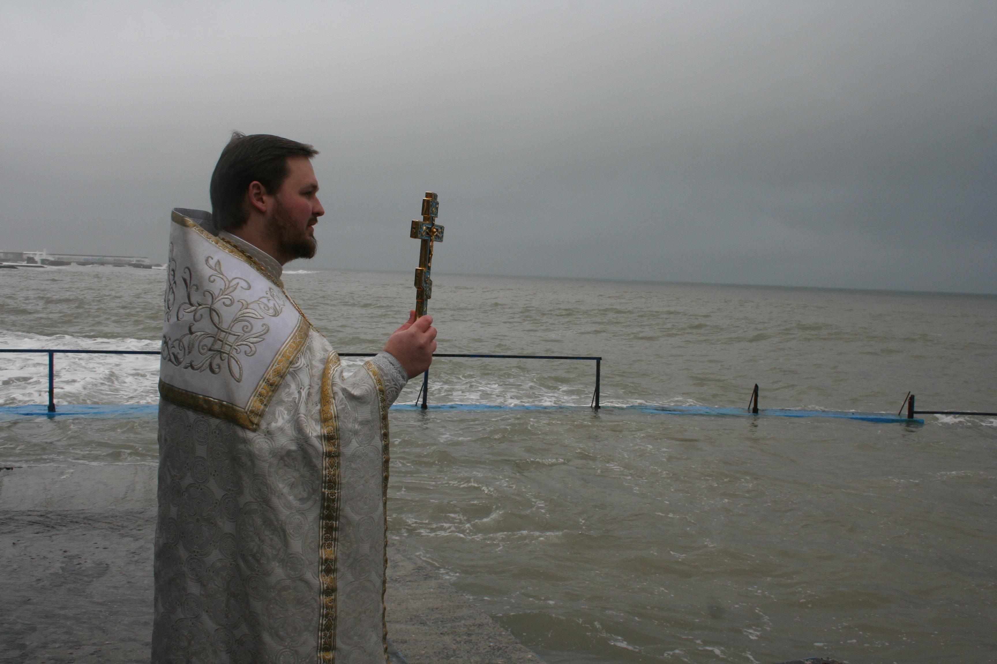 В Алуште в честь Крещения был совершён крестный ход и праздничное богослужение